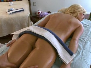 Delighting a hot bombshell with carnal bodily rubs