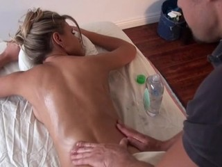 Massuer is having joy giving hawt playgirl a fleshly massage